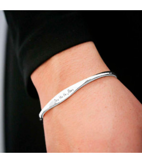 Personalized bracelet with phrase