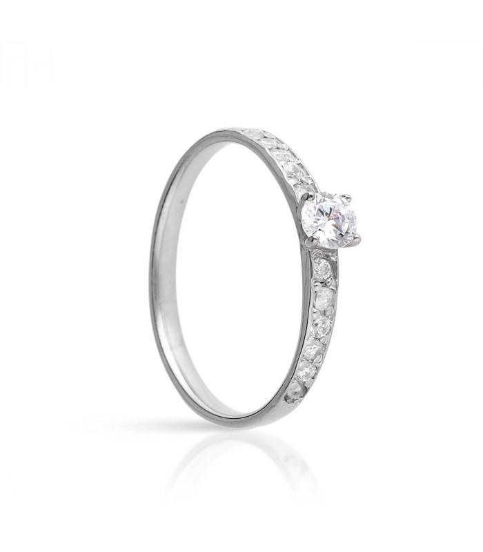 Solitaire order ring in white gold