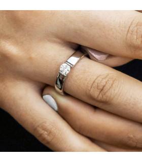 Wedding ring in white gold.