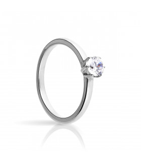White gold claws solitaire ring