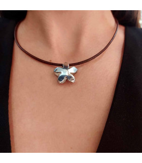 Jasmine necklace in silver and leather