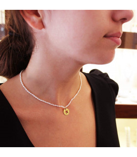 Pearl necklace with personalized medal