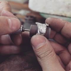 Mimamos nuestras Joyas ❤️ Artesanos Joyeros www.joyeriahago.com #anillos #joyeros #artesanos #hechoenespaña
