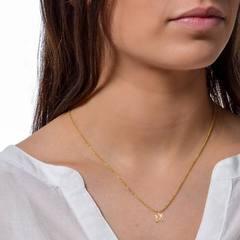 Feliz viernes 🎉 Os traemos esta gargantilla de oro con inicial personalizado.¿Como la combinarías?