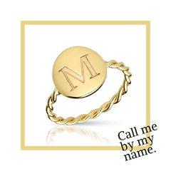 Call me by my name  New in💕 Anillo medalla personalizada  www.joyeriahago.com . #anillo #anilloinicial #iniciales #inicial #joyaspersonalizadas