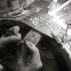 Ultimando los últimos regalitos de reyes 👑 🎁 ¿Todavía no has encargado el tuyo? www.joyeriahago.com