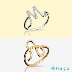 Buenos días con alegría ☀️🎉 Os presentamos los nuevos anillos iniciales en plata o plata chapada en oro.😍¿No os parecen una monada? +info tocando la foto  . #anillo #anilloinicial #anillovaleria #valeria #inicial #joyas #serievaleria