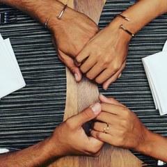 Básicos que no pasan de moda Combinación perfecta anillo y pulsera clavo a flor de piel. www.joyeriahago.com