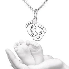 ¿No os parece ideal? 😍 Colgante huellas de pie de bebé 👶  www.joyeriahago.com . #pies #bebe #colgantehuella #colgantepie #colgantes #huellas