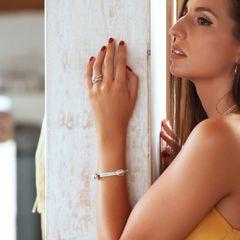 Nuestra combinación de anillo cruzado y la pulsera de nudos nos encanta!!❤️ ¿Como combinaríais la pulsera de nudos vosotros? www.joyeriahago.com