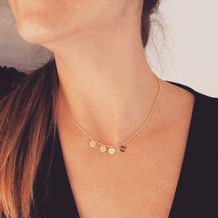 Collar en Oro con medallas personalizadas 😍😍.  Ya disponible en tiendas y web www.joyeriahago.com . #joyas #collaroro #oro #medallasoro  #nombres